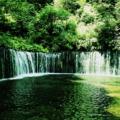 マイナスイオンがタップリの滝