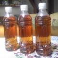 お茶を入れたペットボトル3本