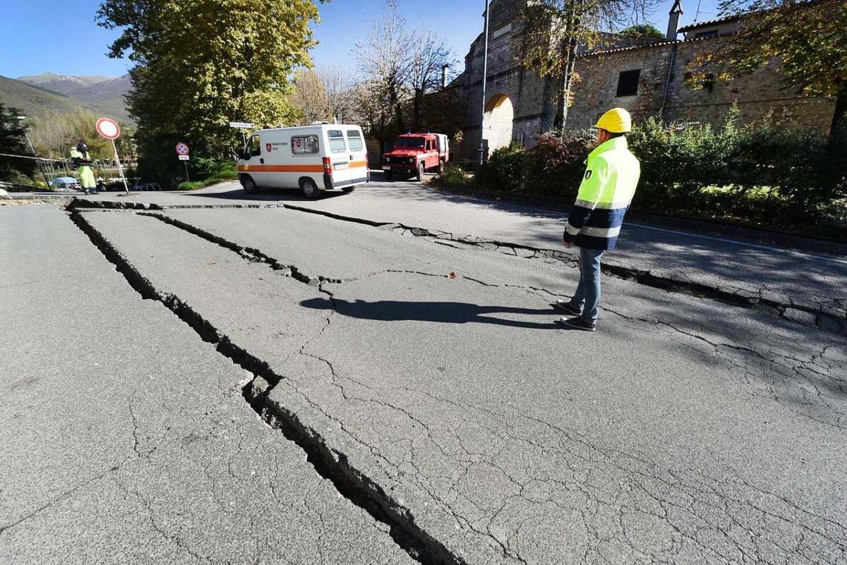 地震のイメージ画像(フリー画像Pixaboy)