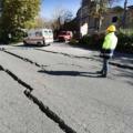 巨大地震による地割れ