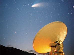 ヘール・ホップ彗星を追う天文台45m電波望遠鏡
