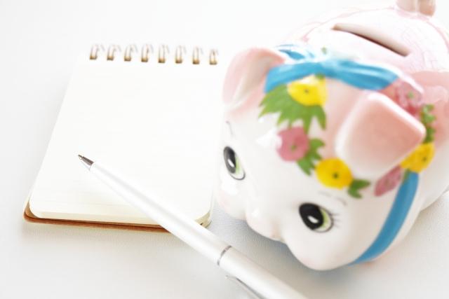 子豚の可愛い貯金箱とノート