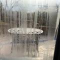 冬でもないのに硝子にビッシリの結露の画像