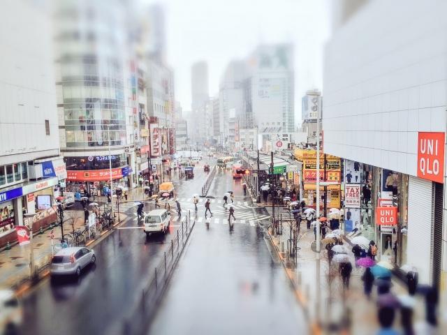 雨降る新宿