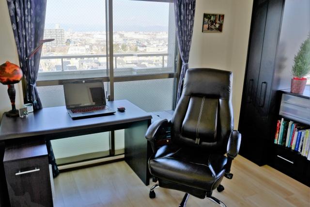 在宅ワークで使用する高級な椅子を選択したい